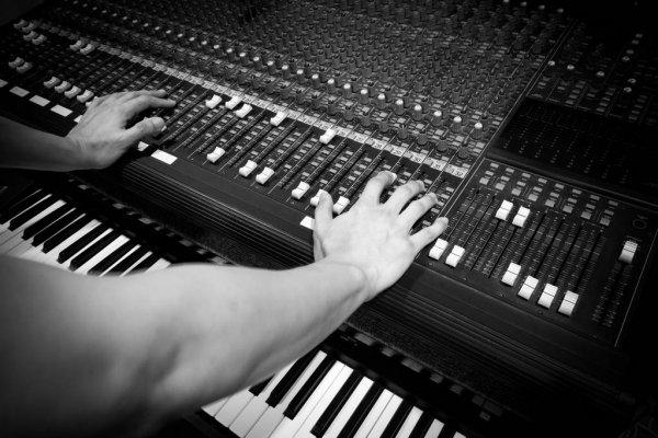 depositphotos_151375620-stock-photo-hands-of-sound-engineer-working